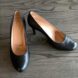 Naturalizer black leather pumps, like new!